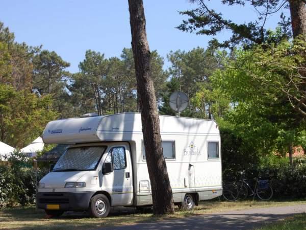 Vous disposez dans notre camping d'emplacement dédié à votre camping-car à Mimizan