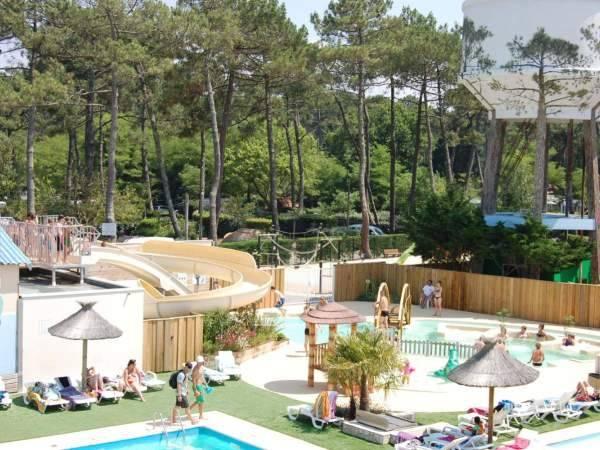 Notre camping Marina Landes vous propose un bassin de balnéothérapie ainsi qu'un spa