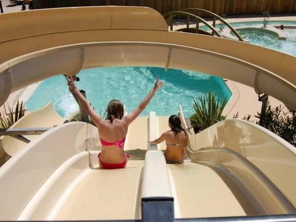 Vos enfants seront heureux avec nos 3 toboggans et piscine chauffée de notre camping